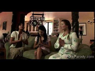 Perv foda 3 esposas no que parece não ser uma xxx paródia de grande amor