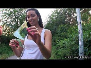 A menina apertada casey jordan fodida no lugar público por dinheiro