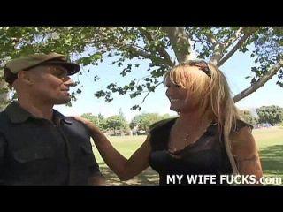 Eu sou sua esposa, mas eu preciso de um pingo no lado