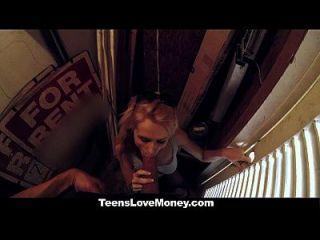 teenslovemoney teen é fodido em público por dinheiro