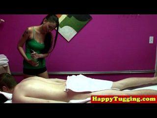 massagista asiática de tatuagem real em spycam