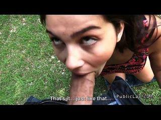 estudante italiano poluidor e peludo fode no pov do parque