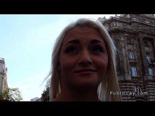 enfermeira russa loira sugada e fodida em público