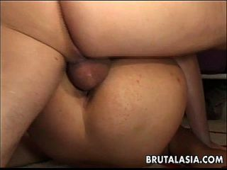 Hot Bitch é fodido ou sacrificado no círculo do pentagrama
