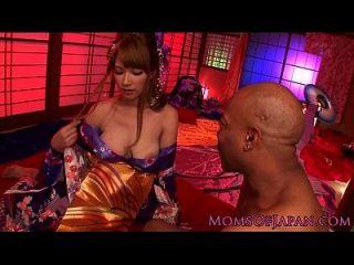 kimono milf asiático ama bbc batendo-a
