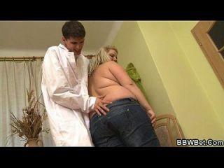 Doutor sujo fode seu enorme paciente