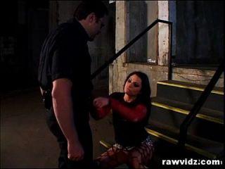 Ladrão quente apanhado pelo policial pervertido