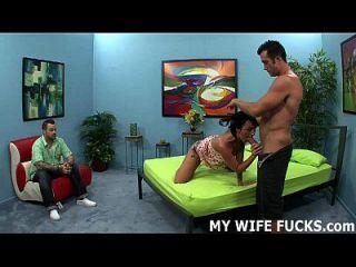 gravando sua esposa enquanto ela é fodida por um estranho