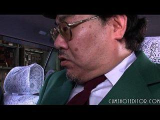 8 sujeira japonesa submissa que come cum em um carro