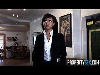 Propertysex, agente imobiliário bonito, faz um video de sexo sujo com o cliente