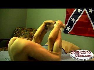 token agarra seu enorme pau no traseiro jarvis após uma boquete