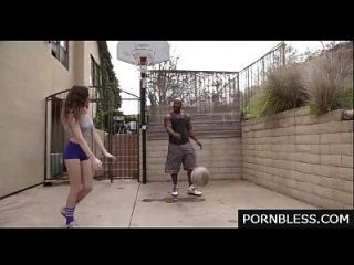 Kendall joga com essas bolas, em vez disso