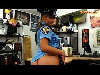 oficial de polícia de grandes tits obtém sua gema pregada pelo peão