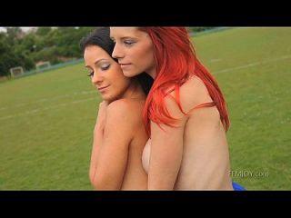 Jogos nus entre garotas lindas