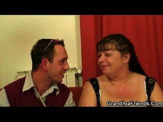 entrevista com mulher madura gorda leva a alguns