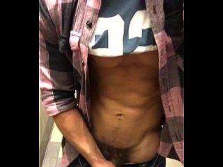 sarado bate punheta no banheiro gayrotos http://gayrotos.blogspot.com