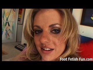 se você lamber os meus pés, eu vou te dar um ótimo footjob