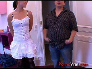 elle se masturbe et se fait jouir violento avant de baiser !! amador francês