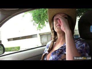 o autocarista adolescente dillion carter recebe um passeio livre em um galo