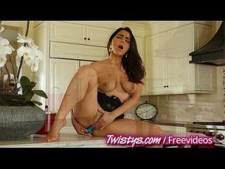 Twistys diversão na cozinha e no banheiro