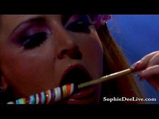 O grande tit sophie dee lambe lollipops e bichano!