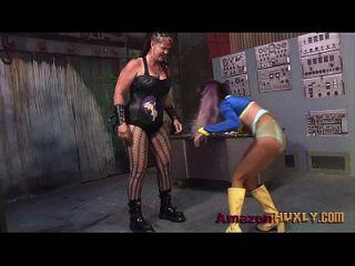 Huxly smashes supergirl saharra huxly, duende vonbat