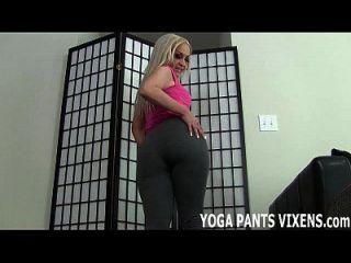 Olhe como minhas calças de ioga abraçam meu fofo fofo joi