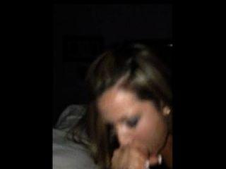 esposa quente tira um bocado de cum enquanto filmado em um iphone
