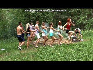 as putas da faculdade imundas tornam uma festa ao ar livre na fest fuck fest cena 1