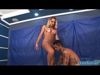 sexy ts rakel rodrigues recebe pau sugado e anal foda um cara