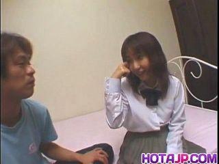 Haruka tem uma boceta peluda excitada e fodida