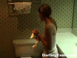 jovem legal age adolescente de 18 anos se masturba no banheiro do hotel darlingcams.com