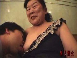 a avó japonesa gosta de fazer amor