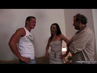 marido amigo bate sua esposa quente