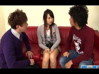 shiori uve anseia por estimulação áspera para sua boceta