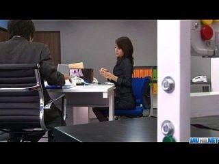 bimbo de escritório, maki hojo, brinca com sua babá