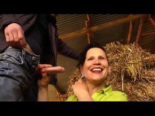 a esposa de um fazendeiro maduro fodida na fazenda