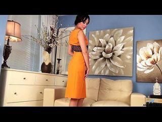 primeiro video pornô para o jovem milf quente