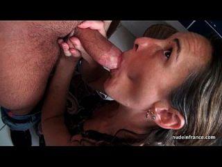casal francês amador com sexo anal em um gangbang com cum facial coberto