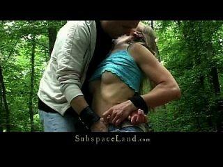 bdsm fantasia na floresta com escravo pechugão