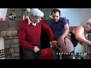 putas fumando grosse pute sodomisee