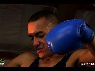 pessoal gay de boxe fazendo sexo na academia