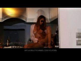 Silvie delux com vibrador na cozinha