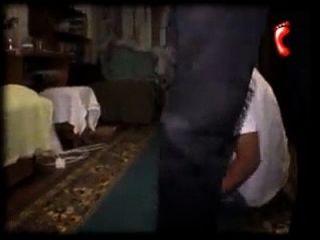 escravo de Moscou pisoteando pés de pai gay pisoteando