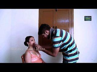 atriz indiana romance quente com garoto