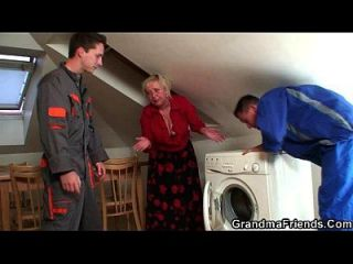 vadio granny agrada dois reparadores