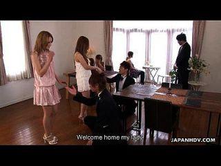 bonito asiático, glam babe, recebendo sua massagem crua