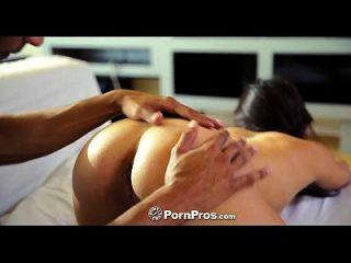 pornografia beleza asiática morgan lee fica coxa recheada com grande galo