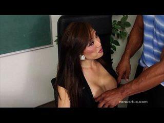 Venus lux é golpeado pelo estudante
