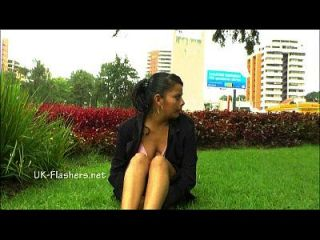 amateur latina beatriz nudez pública e masturbação esguichante de flash gordinho